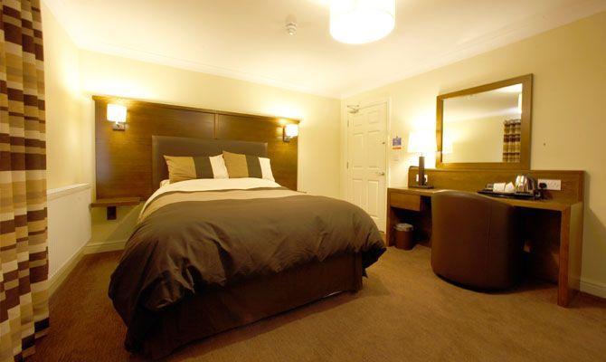 usk railway inn. Black Bedroom Furniture Sets. Home Design Ideas